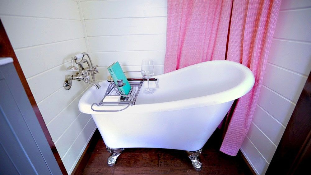 Clawfoot tub in bathroom - Needs extended holder head for showers