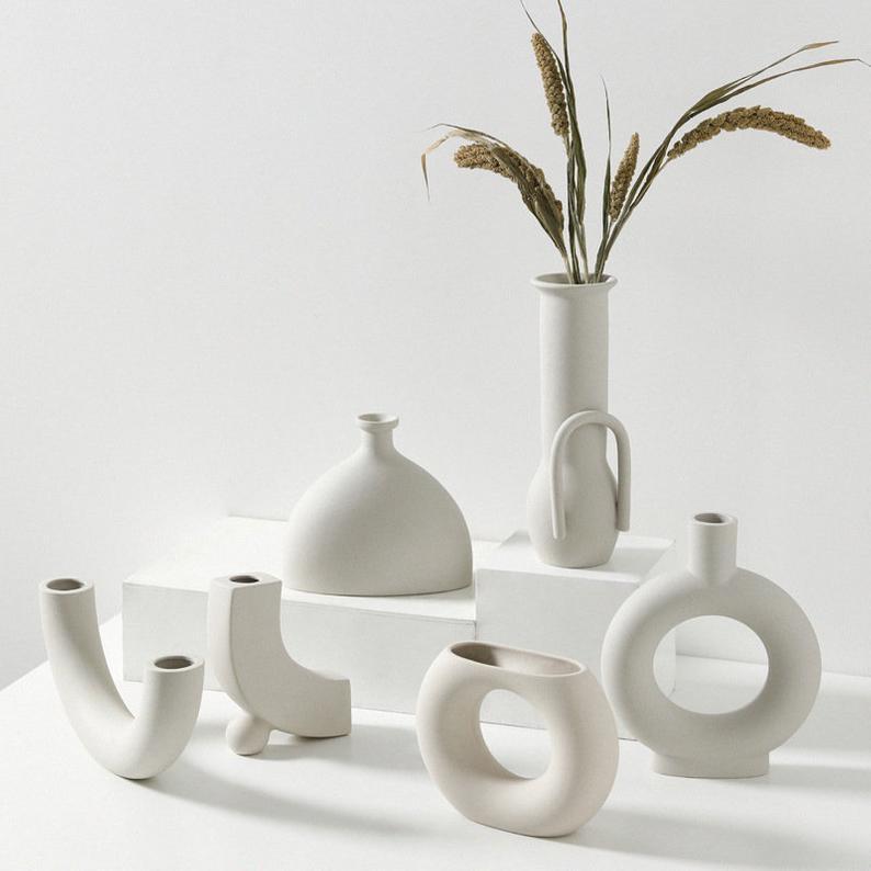 Minimalist Bisque White Raku Handmade Ceramic Vase Pottery Etsy In 2020 Handmade Ceramics Vase Pottery Vase Ceramic Vase