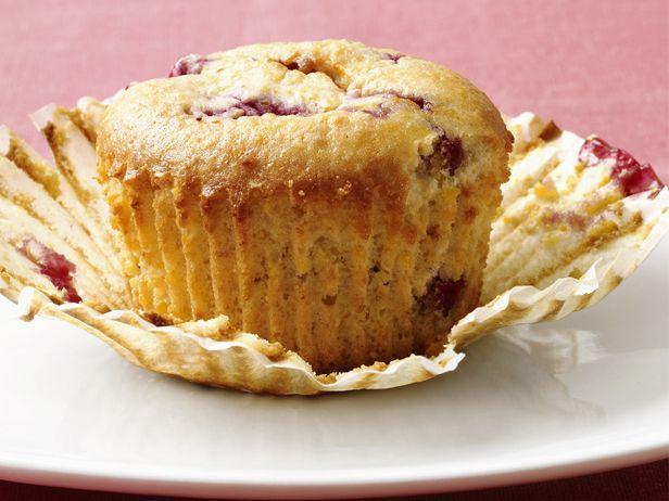 Low-Fat Raspberry-Corn Muffins #Grains #Breakfast #MyPlate #FNMag
