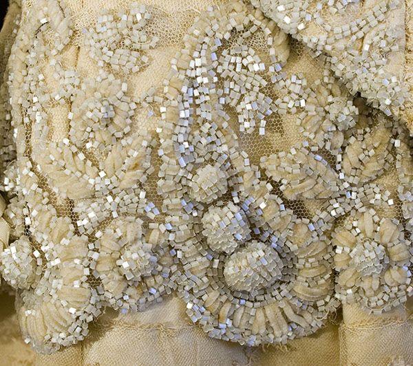Broderie perles et fil chenille. | Embroidery | Pinterest ...