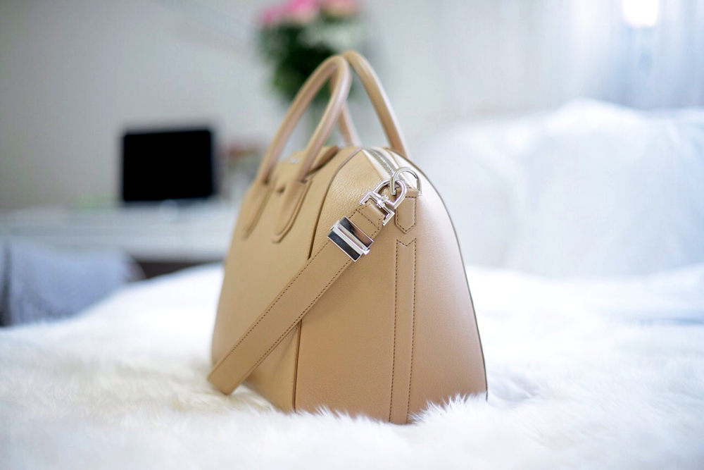 FOREVERVANNY  Givenchy Antigona Beige Medium  5989057802e34