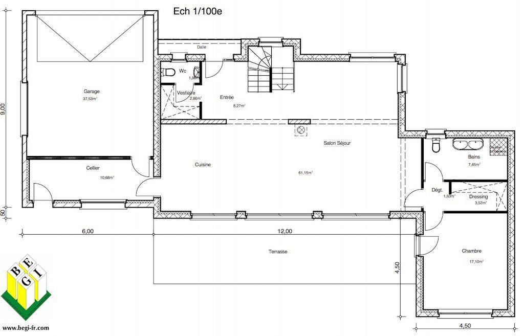 son toit plat, pouvant être remplacé par une toiture 4 pans à faible