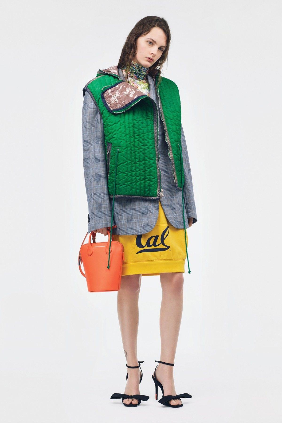 Calvin Klein SS19  a3fcca5b7e