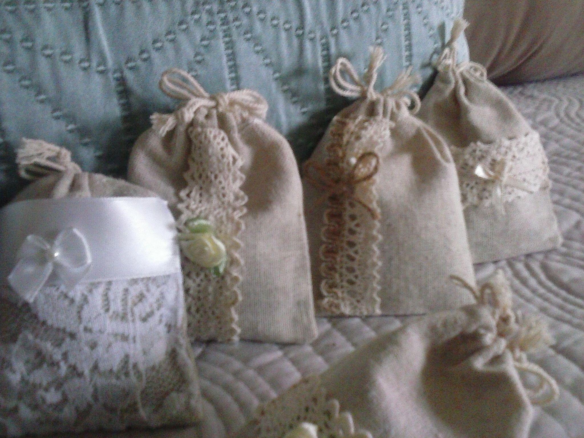 Saquinhos de alfazema para lembrança casamento. Vários modelos. Em www.casadosdefresco.pt