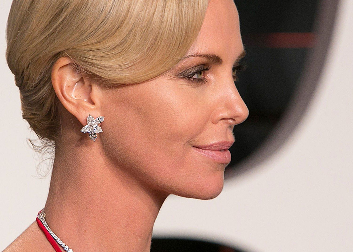 646f5c50b9d Charlize Theron | Celebrity Jewelry | Jewelry, Diamond jewelry ...