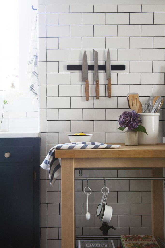 Manhattan nest 39 s country chic kitchen azulejos blancos - Lechada azulejos ...