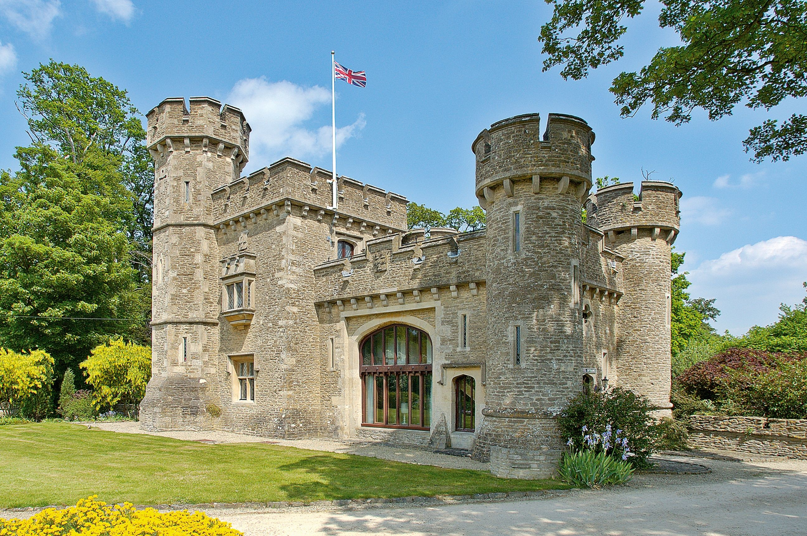 Small castle homes bath lodge castle 01225 723043 for Tower house for sale