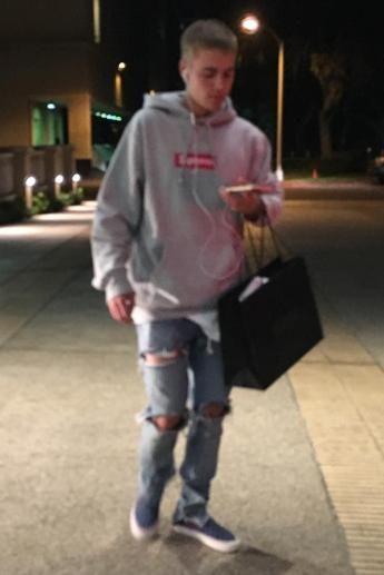 f83c5e5f5b81 Justin Bieber wearing Supreme Box Logo Hoodie in Grey