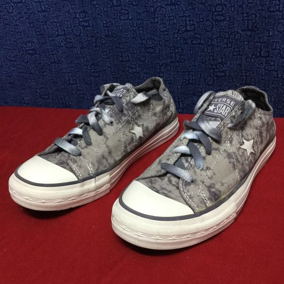 CONVERSE ONE STAR OX gray/white . 39 8 Minimal wear . . No issues . . . See pics Converse Shoes