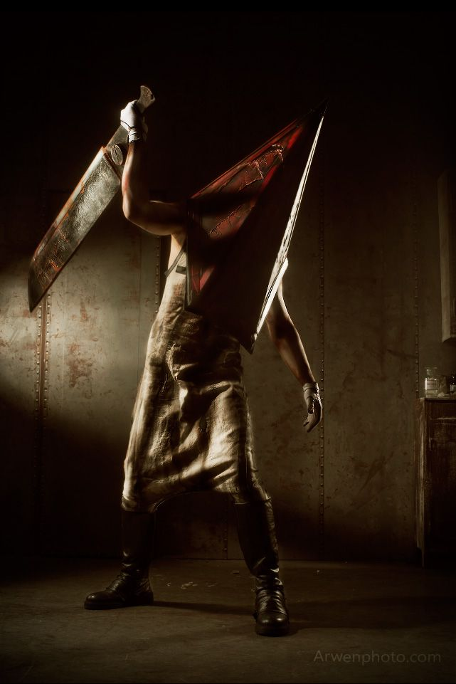 silent hill 2 pyramid head cosplay