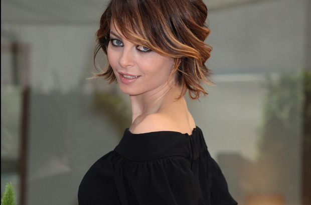Violante Placido First Style Goal While Growing My Hair Out Couleur Cheveux Cheveux Beaute