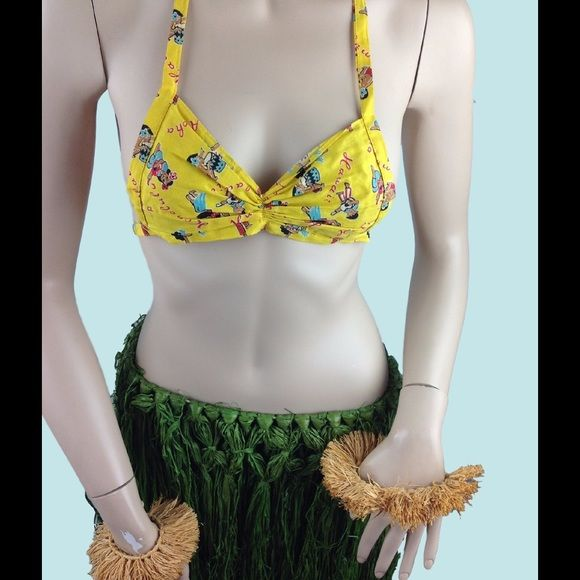 Vtg Souvenir Hawaii Grass Skirt Novelty Bikini Top Oh How Fun!  Mid Century Souvenir Grass Skirt Hula set.  Comes with grass skirt.  Cotton Novelty Bikini Top, grass cuffs and grass skirt.  Pictured on size 6 mannequin.  Fun for Luas, cosplay or decor!!.  There are some missing grass strands and wear at tie in back of skirt.  The top has little to no wear.  All in all good condition. Vintage Swim Sarongs