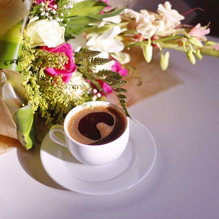 суше тоже фото утреннего кофе на столе подразумевает расстановку мебели