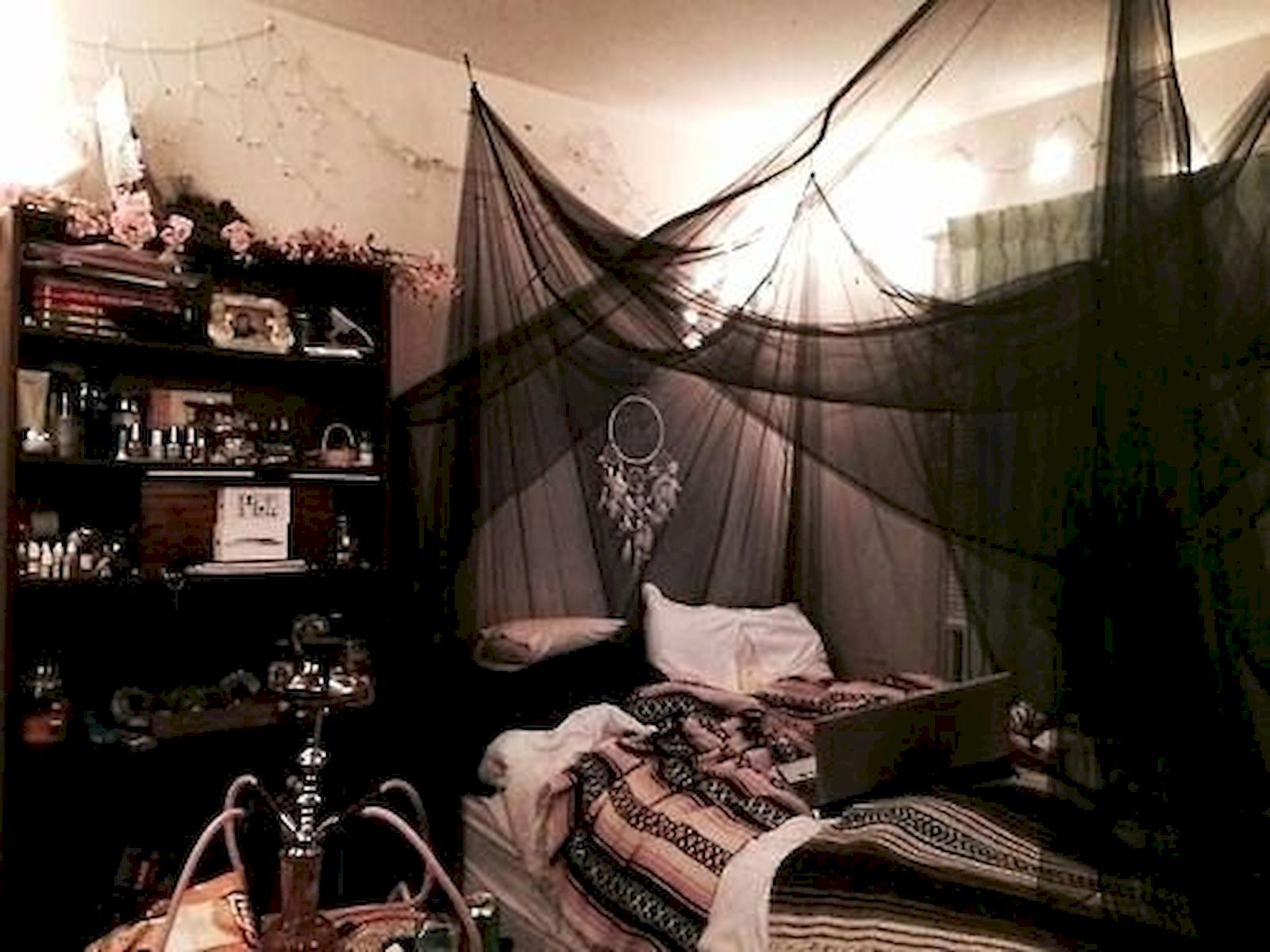Nice 16 + Awesome Halloween Decorations for Your Bedroom https