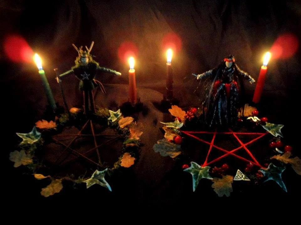 Samhain/Halloween Samhain (sowen, soween, saw-win, saw-vane, sahven, sow'inn, SOW-in, SAH-vin, or SAM-hayne). It means Summers end.  Also known as Halloween, Third Harvest, Winters Night, All Hallows Eve, Hallowtide, Harvest Home, Feast of the Dead, Candle Night, November Eve, Spirit Night, Nutcrack Night, Ancestor Night, Apple Fest, Day of the Dead, and Old Hallowmas.  Samhain is a Greater Sabbat and is celebrated on the 31st October in the Northern Hemisphere. Many believe it is the most