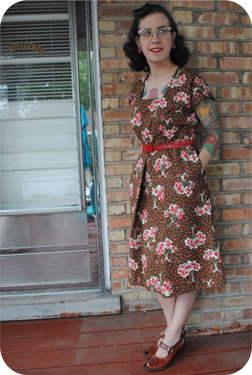 More Forties Inspired Flair: Finished Project: 1944 Apple Picking Dress