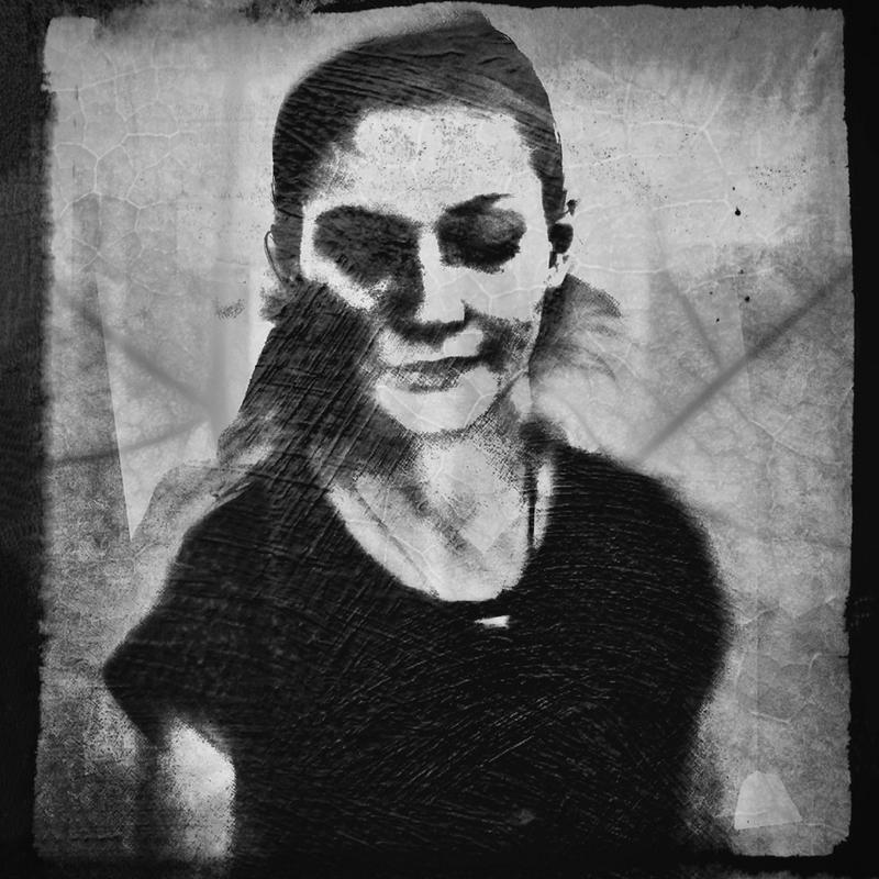 Shadows (Portrait) VII Leinwandbild Jetzt bestellen unter: https://moebel.ladendirekt.de/dekoration/bilder-und-rahmen/bilder/?uid=514be2d8-92ae-56fc-9ced-06bf029ded5f&utm_source=pinterest&utm_medium=pin&utm_campaign=boards #bilder #rahmen #people #dekoration Bild Quelle: www.juniqe.de