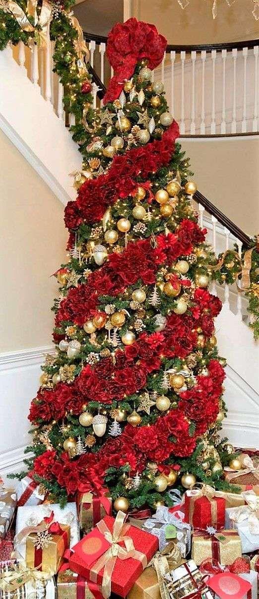 Idee per decorare un albero di natale dorato natale for Idee per decorare