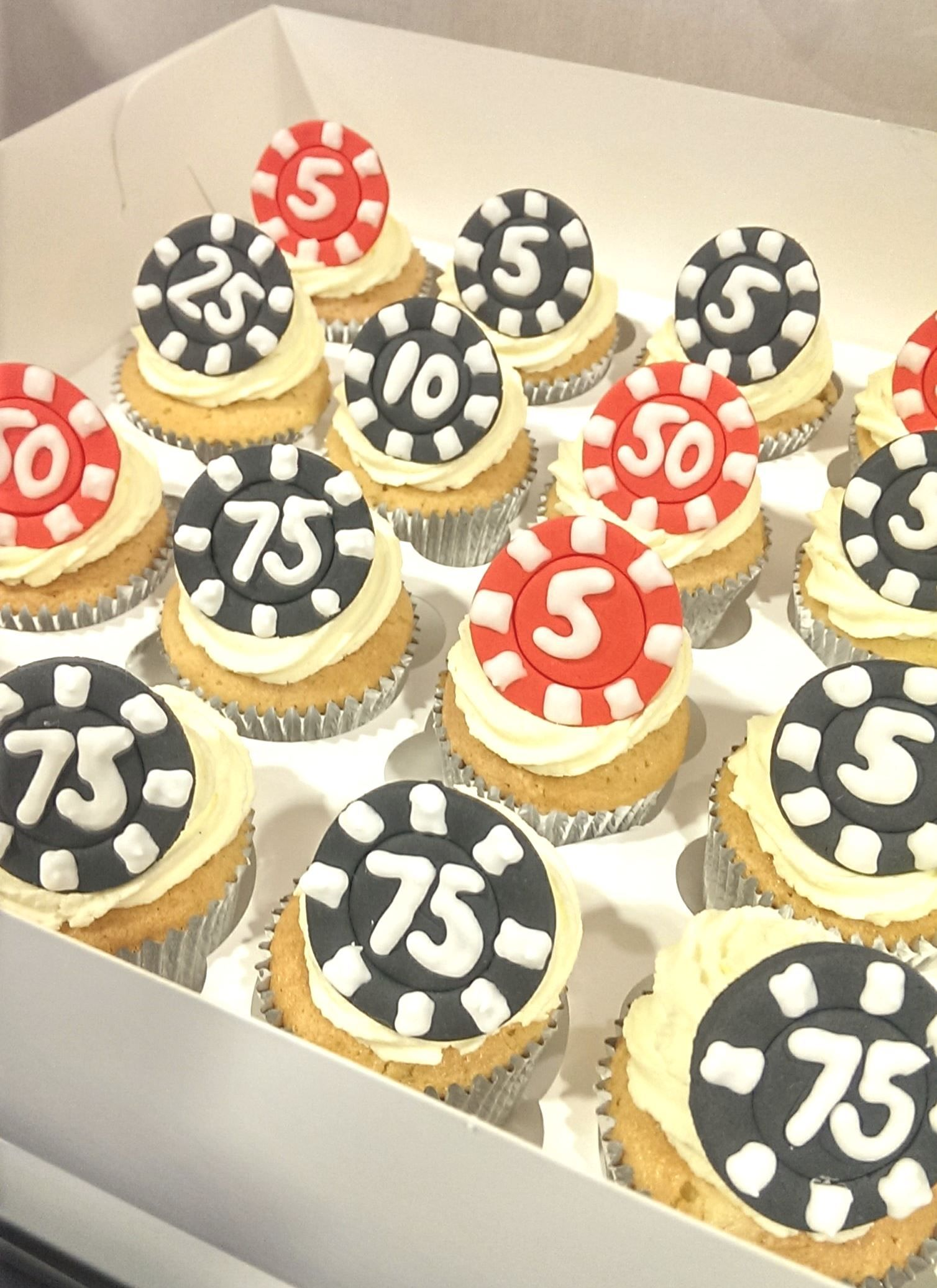 150 Poker Chip Cupcakes…for a Las Vegas Themed Wedding. Now this was ...