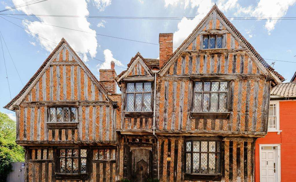 Harry Potter S Childhood Home Is Now On Airbnb So You Can Live Out Your Wizard Dreams Renting A House Harry Potter House