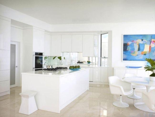 hochglanz küche weiß eleganz ohne griffe kochinsel essbereich