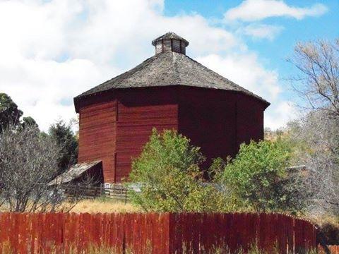 Yakima, Wasington | Love Old Barns | Old farm houses, Old