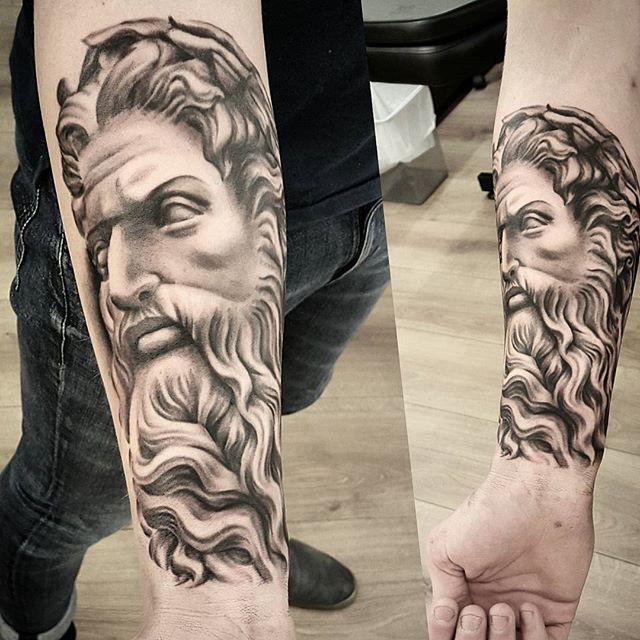 10 Awe-Inspiring Zeus Tattoos | Zeus tattoo, Mythology ...
