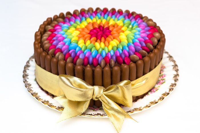Im Going To Do This For Mias Birthday Cake Really Easy Chocolate Rainbow Smarties
