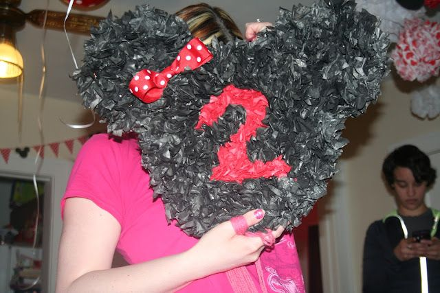 DIY Minnie Mouse Pinata I think I am going to try this seems simple enough