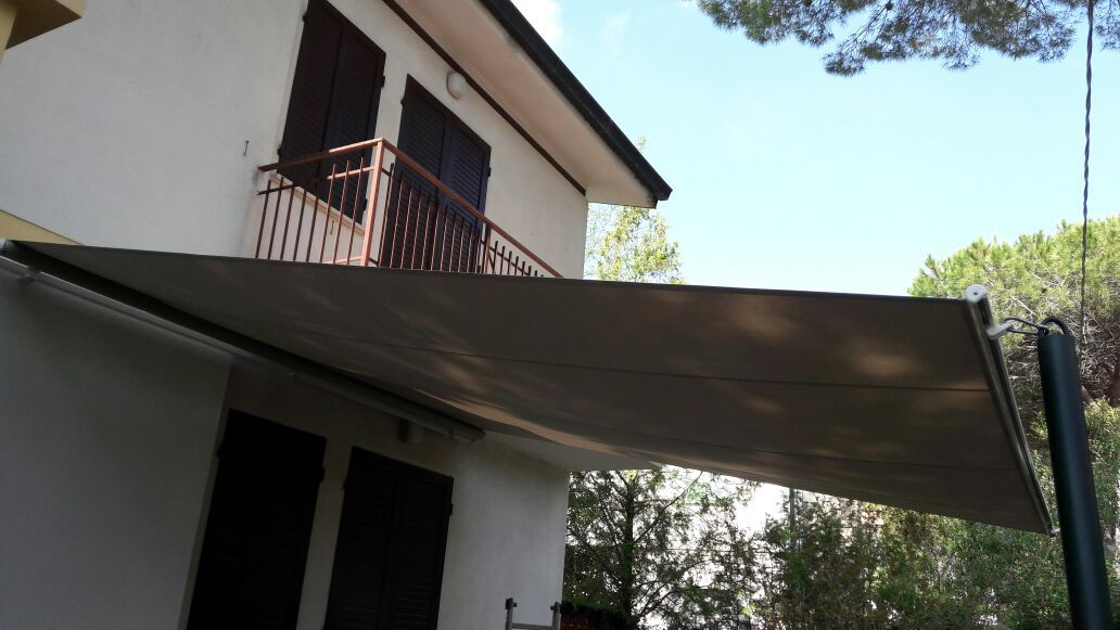 Tende Da Sole Vela Per Esterni.Tende Da Sole A Vela Per Spazi Esterni Villa Nel 2019