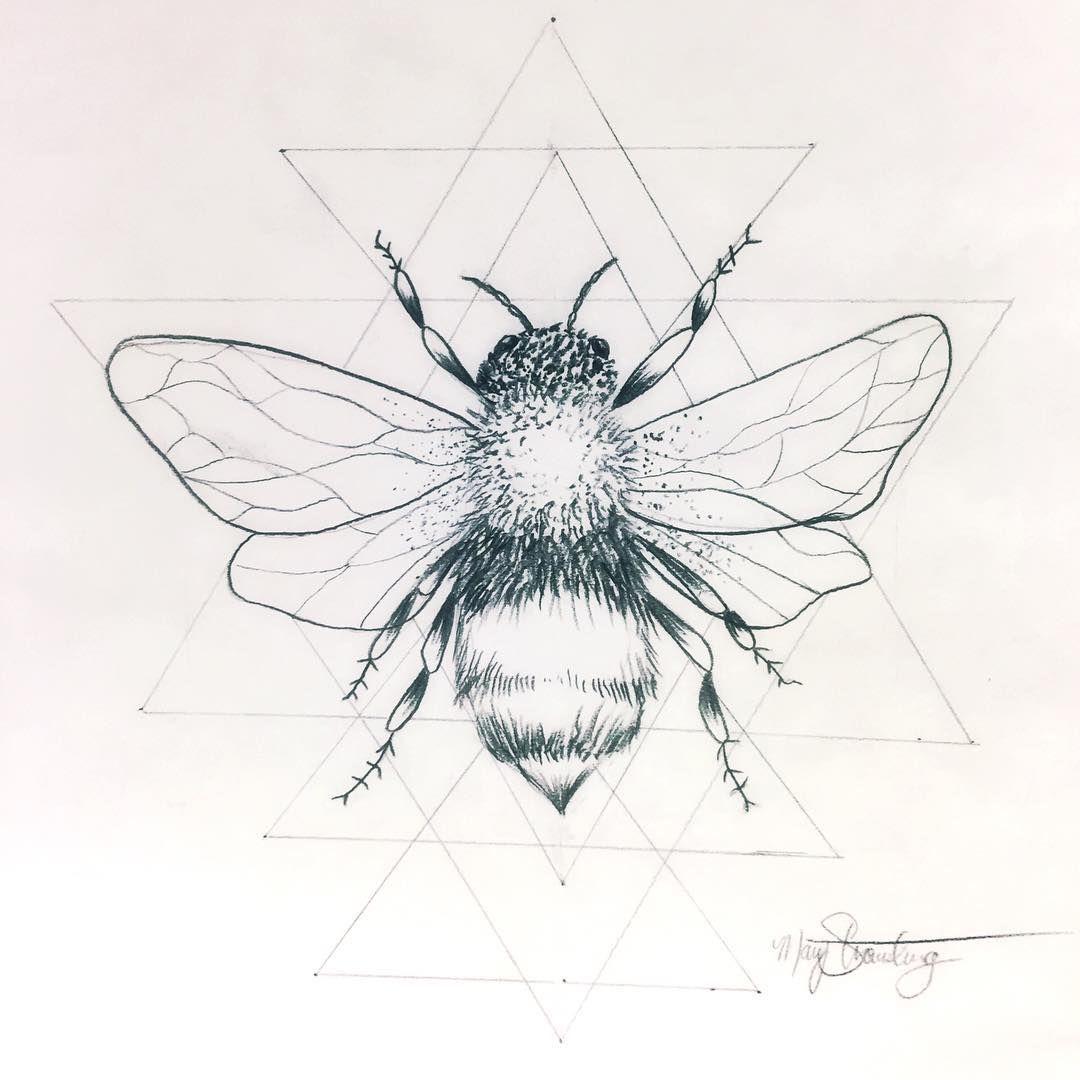Photo of «La prochaine idée de tatouage pour moi? Je pense que oui. #honeybee #beetattoo # honeybeetattoo…