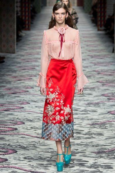 Sfilata Gucci Milano - Collezioni Primavera Estate 2016 - Vogue ... 53d888cb7777