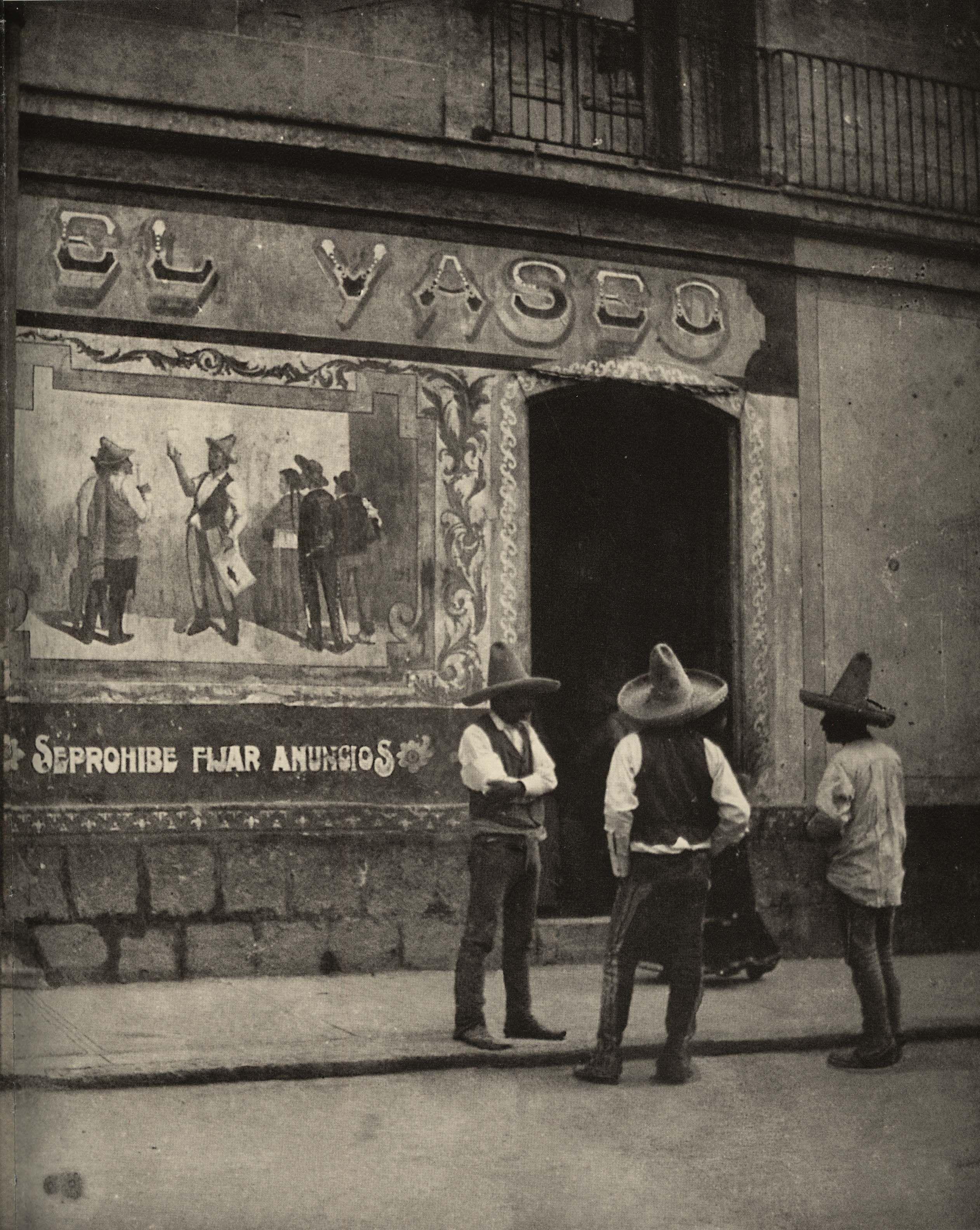 Miguel Casasola en el cuarto oscuro de su estudio en la Ciudad de ...