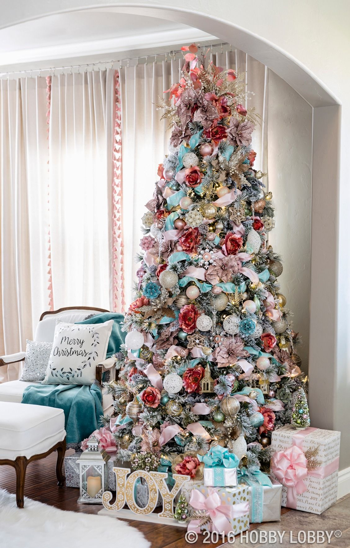 Are you already dreaming of Christmas? Set the scene for a