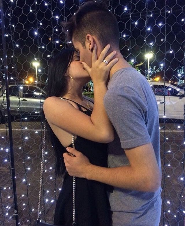 может картинки целующейся пары без лица звони любому