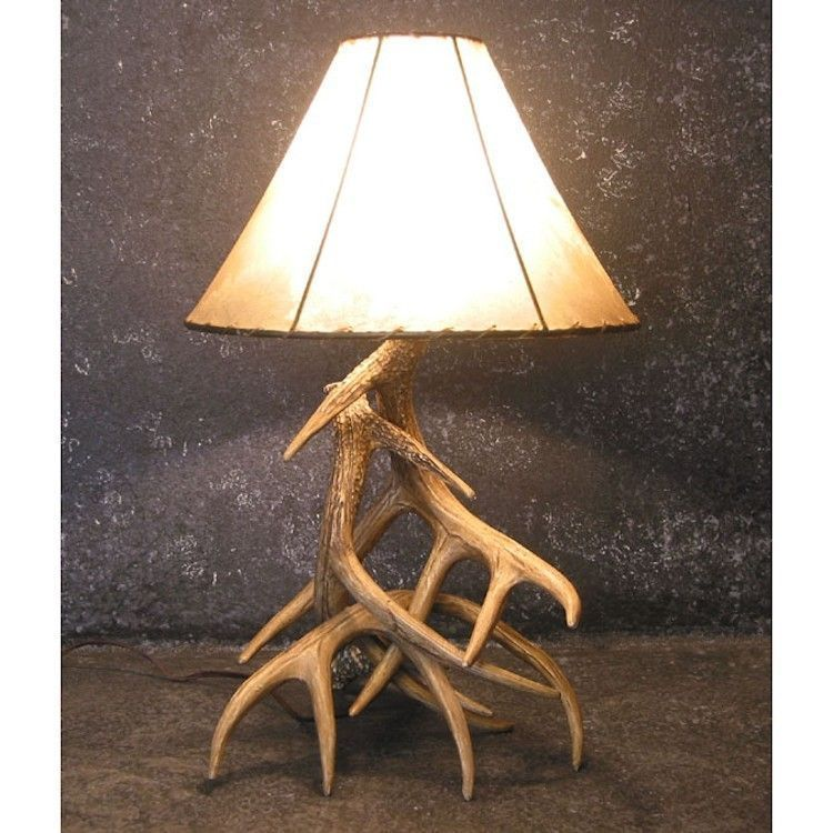 The Woodland 3 Antler Table Lamp Features Reproduction Whitetail Deer Antlers Made From Lightweight Polyethylene That Rustikale Lampen Geweih Lampe Lampentisch