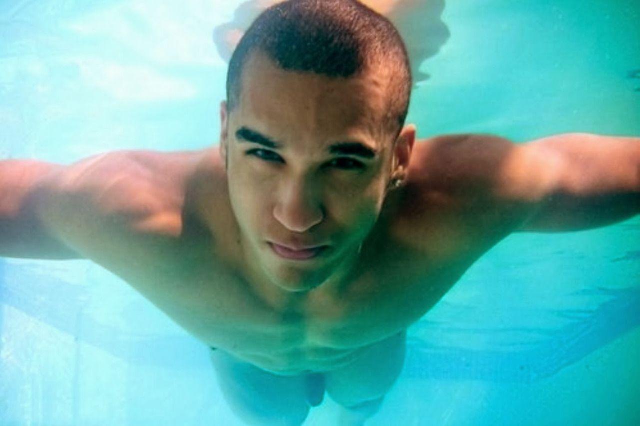 boy tumblr nudis underwater swim