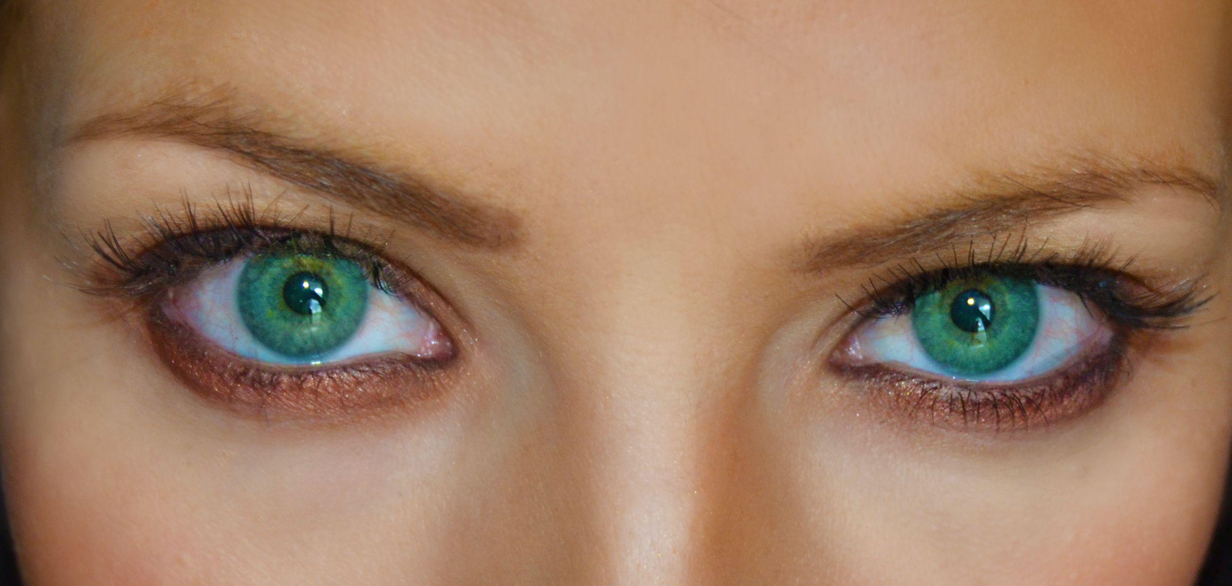 ярко зеленые глаза фото цвет морской волны таких