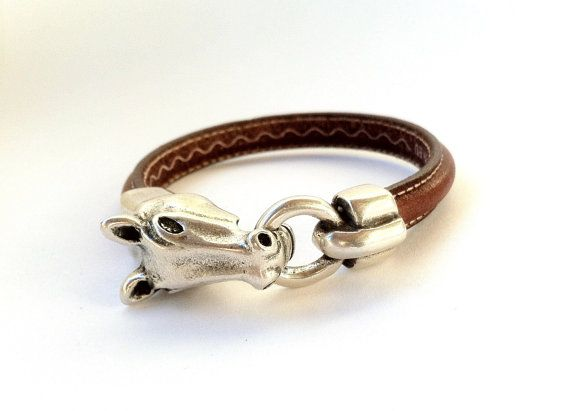Beautiful leather bracelet medium brown measuring 10 x 4 mm with clasp horse head in silver-plated zamak. Available in medium brown and dark brown, black,