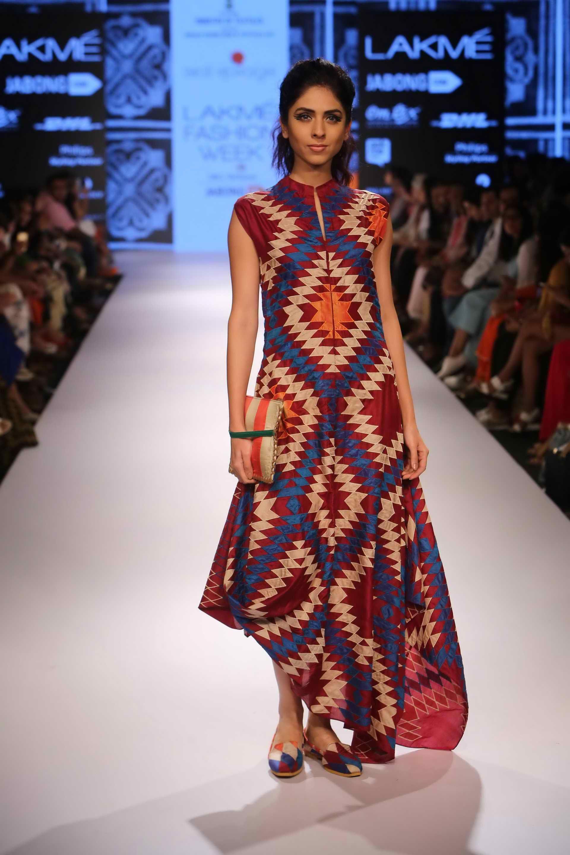 Lakme Fashion Week Swati Vijajvargie At Lfw Wf 2015 Lakme Fashion Week 2015 Indian Fashion Lakme Fashion Week