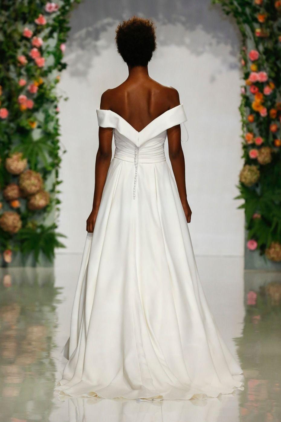 Princess Eugenie Went Straight Up Disney For Her Wedding Day Wedding Bride Wedding Dresses Lace [ 1395 x 930 Pixel ]