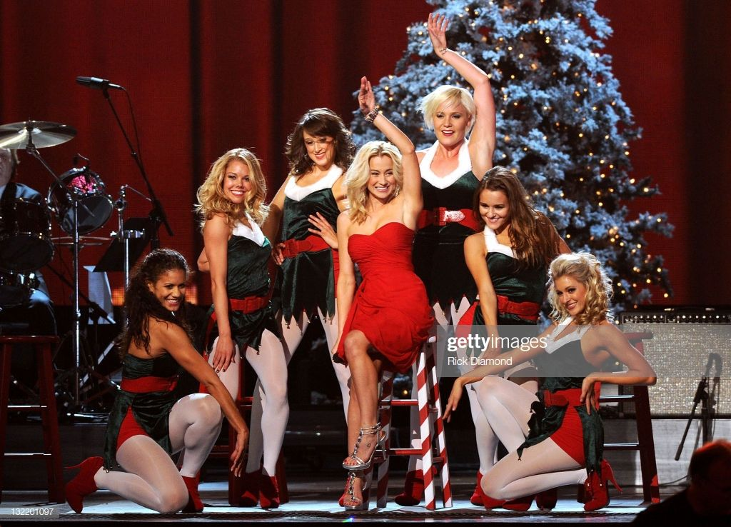 Sara Evans At Christmas (Audio) Sara evans, Christmas