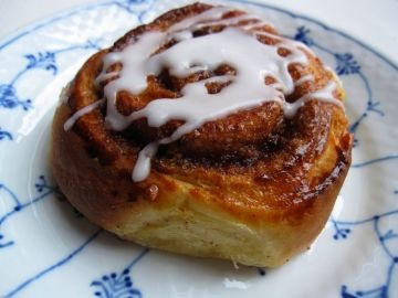 Kanelsnegl - Cinnamon Snails on danish porcelain