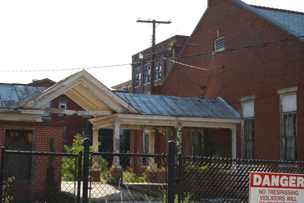 South Carolina State Hospital Anna Sly Tags Street Abandoned Hospital Ruins South Columbia Bull Haunte Abandoned Houses Abandoned Asylums Abandoned Hospital