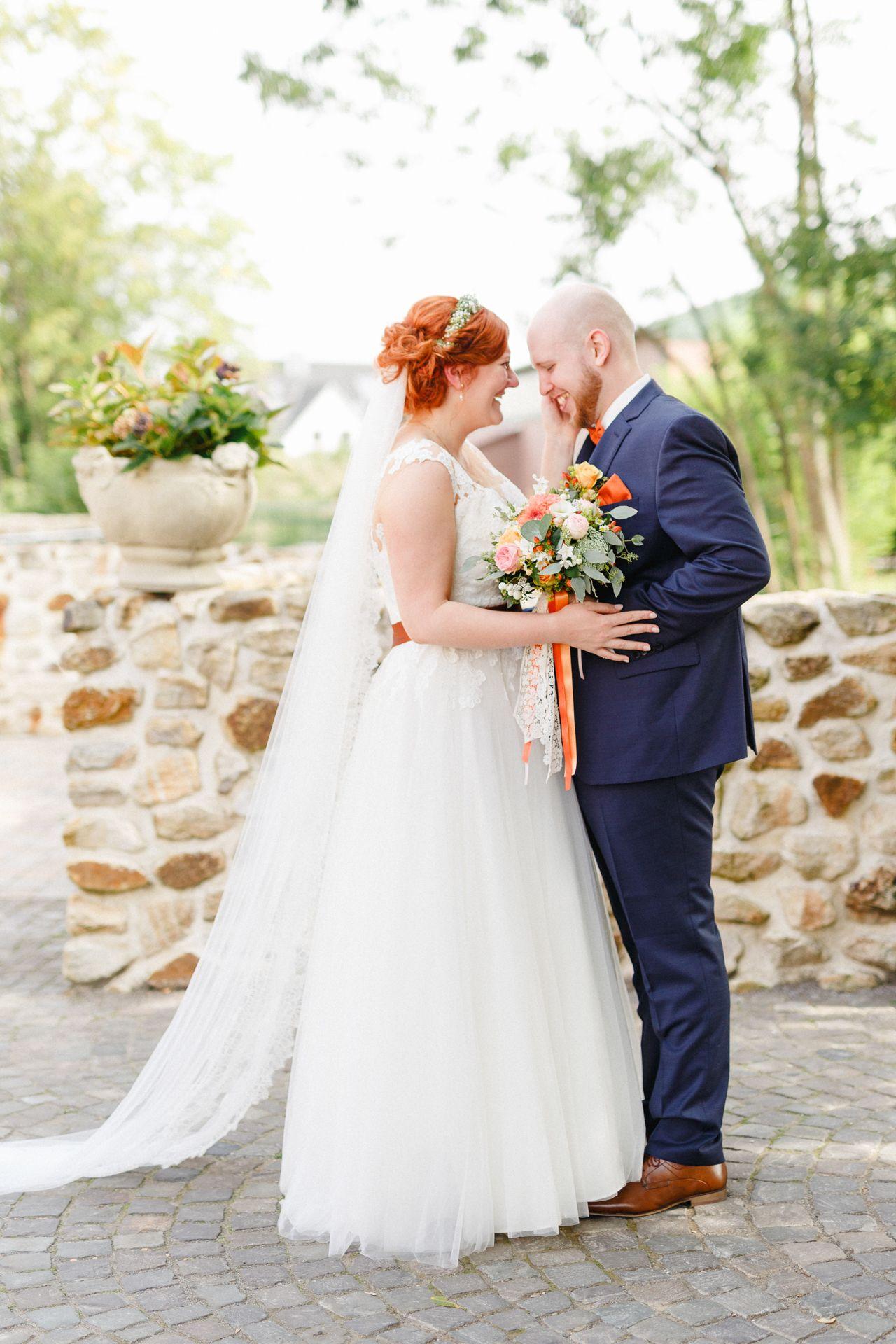 Plus Size Braut Maria // Hochzeit mit kupferfarbenen Details. Fotos: Irina und Chris