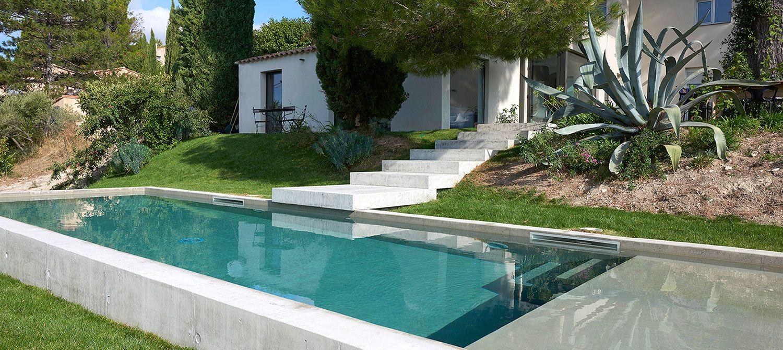 Piscine Beton Avec Plage Immergée piscine en béton brut avec plage immergée in 2020