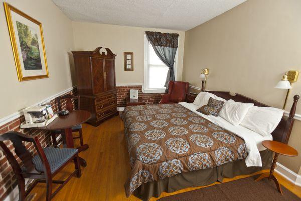 Room 2 Corner King At The Commodore Hotel Linden Landmark Hotel Historical Landmarks Restaurant Offers