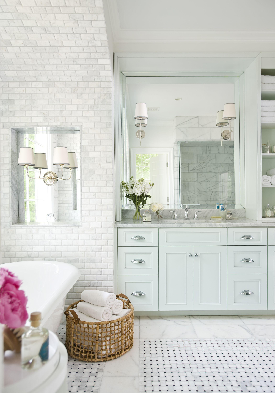 lustrzana ściana z ukrytą szafą w małej łazience | banino inspiracje ...
