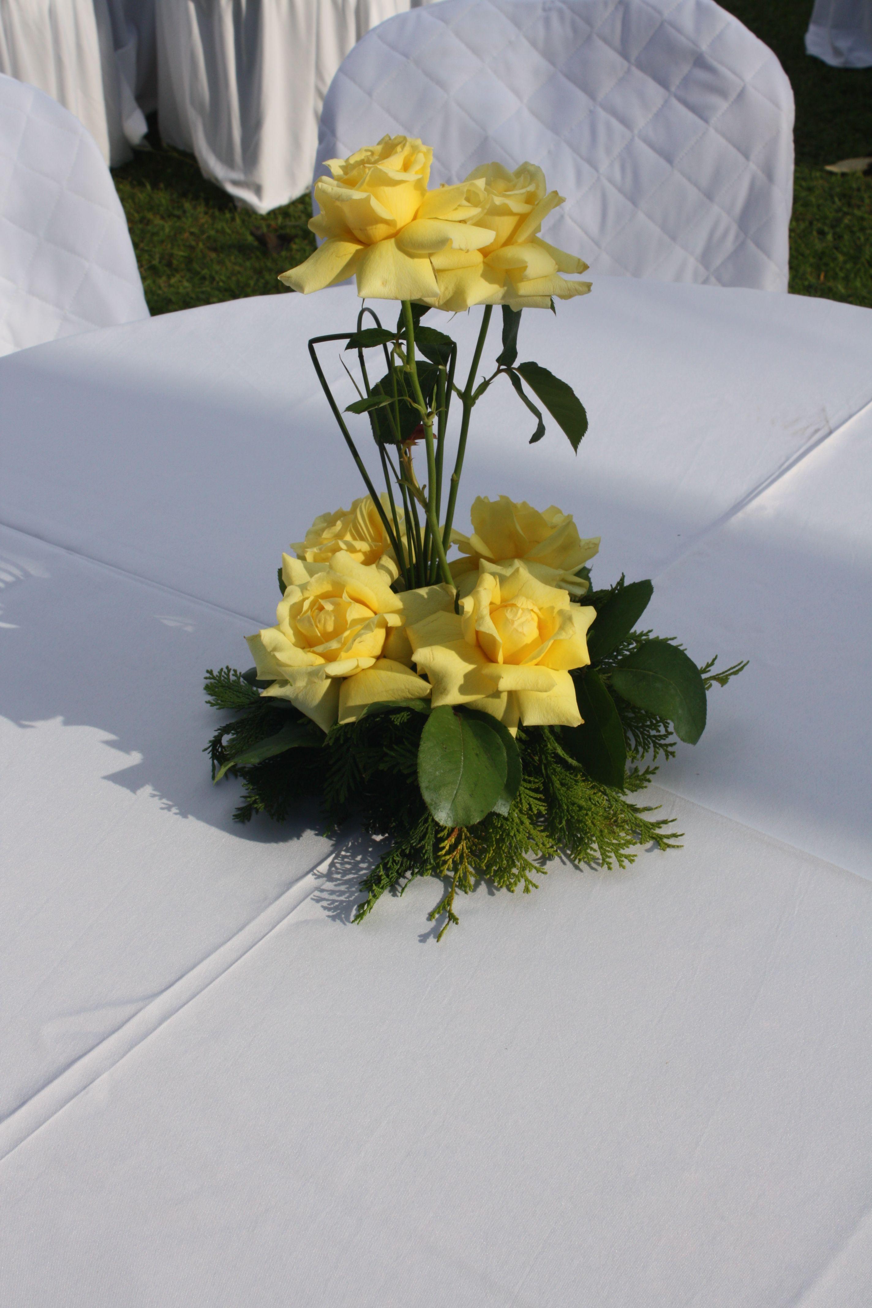 Decoracao De Centro De Mesa Em Rosas Amarelas Que Realizamos
