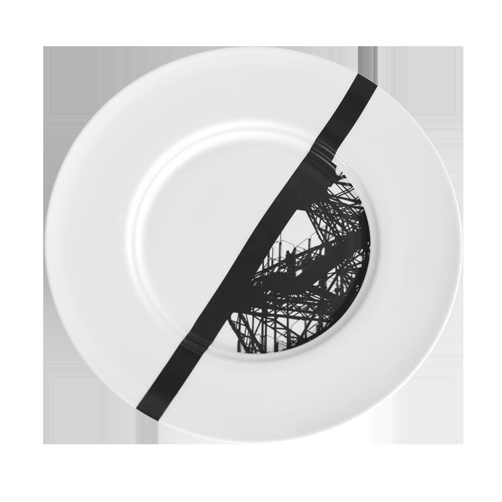 Assiette en Noir & Blanc, avec impression d'un détail de la Tour Eiffel. Edition Silodesign ® 2014. Design Romain Gauthrot. Tour Eiffel Paris plates & tableware.